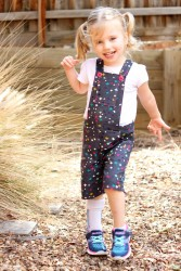 Playproof Dungaree by Serger Pepper Designs, sewn by Alex from Giddyants (4)