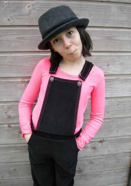 Playproof Dungaree by Serger Pepper Designs, sewn by Elsa Pomar - La casa cactus (2)